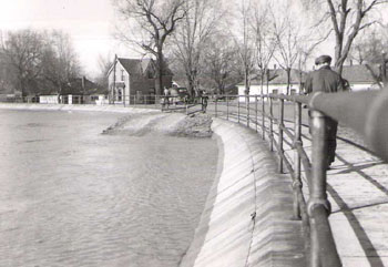 West London Dyke during the April 1947 Flood