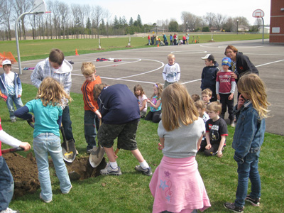 Communities for Nature - Schoolyard Planting