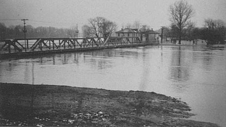 Dundas Street bridge in London, almost underwater during the April 1937 flood