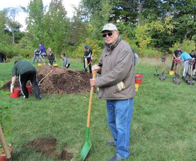 volunteer tree planters